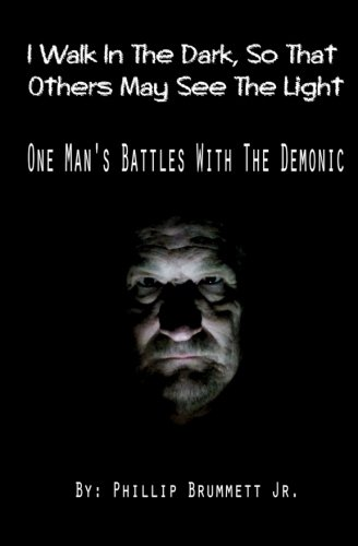 9781517307462: I Walk In The Dark, So That Others May See The Light: One Man's Battles With The Demonic