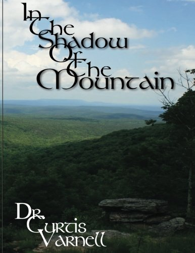 9781519544926: In the Shadow of the Mountain