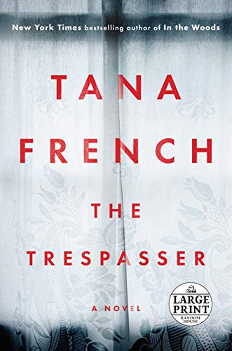 9781524708672: The Trespasser: A Novel (Random House Large Print)
