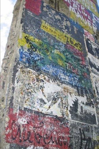 9781533262790: Berlin Wall Fragment with Graffiti Germany Journal: 150 page lined notebook/diary