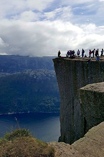 9781533383822: Lyse Fjord and Preikestolen Cliff in Norway Journal: 150 page lined notebook/diary