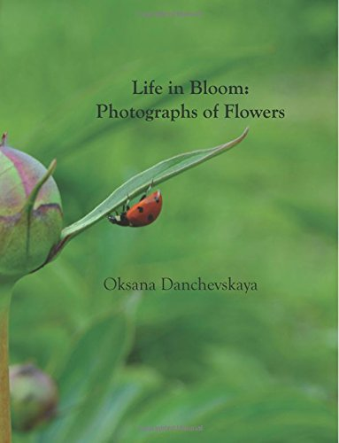 9781535190435: Life in Bloom: Photographs of Flowers