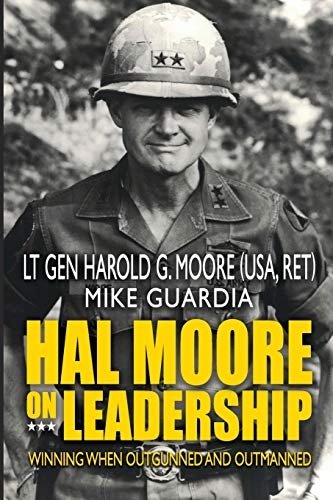 9781548305109: Hal Moore on Leadership: Winning when Outgunned and Outmanned