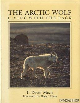 9781550130935: The Arctic Wolf : Living with the Pack [Paperback] by Mech, L. David