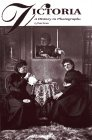 9781551530352: Victoria: A History in Photographs