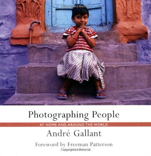 9781552636947: Photographing People: At Home and Around the World