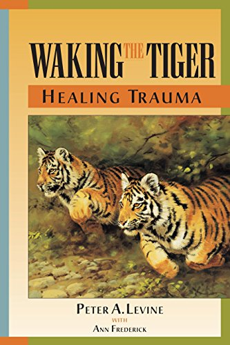 9781556432330: Waking the Tiger: Healing Trauma - The Innate Capacity to Transform Overwhelming Experiences
