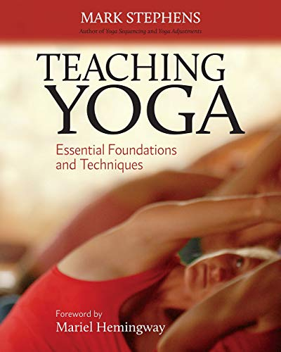 9781556438851: Teaching Yoga: Essential Foundations and Techniques
