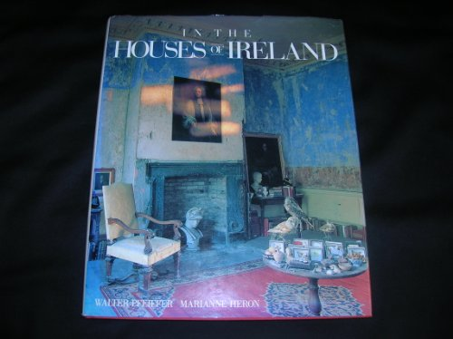 9781556700453: In the Houses of Ireland