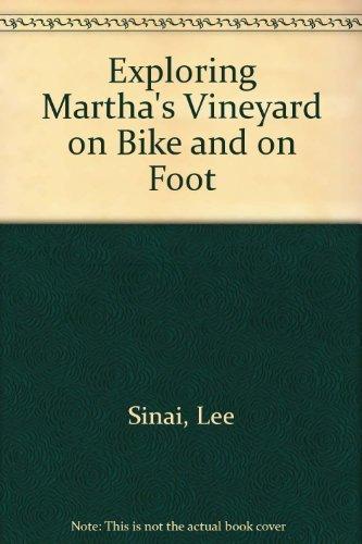 9781558320574: Exploring Martha's Vineyard on Bike & Foot