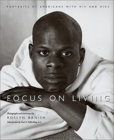 9781558493940: Focus On Living: Portraits of Americans with HIV and AIDS (Studies in Print Culture)