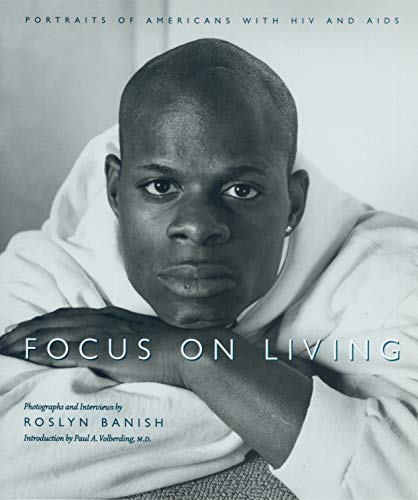 9781558493957: Focus On Living: Portraits of Americans with HIV and AIDS