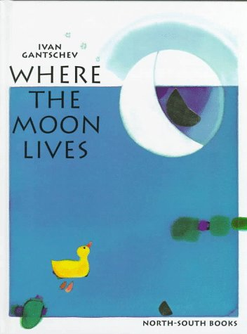 9781558589216: Where the Moon Lives