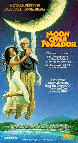 9781558800311: Moon Over Parador [VHS]