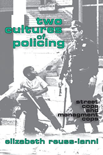 9781560006541: Two Cultures of Policing: Street Cops and Management Cops (New Observations)
