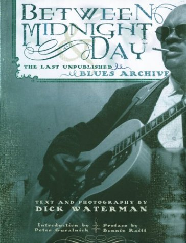 9781560255475: Between Midnight and Day: The Last Unpublished Blues Archive