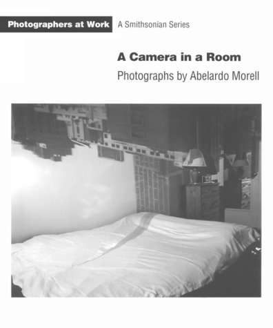 9781560985488: CAMERA IN A ROOM PB (Photographers at Work)