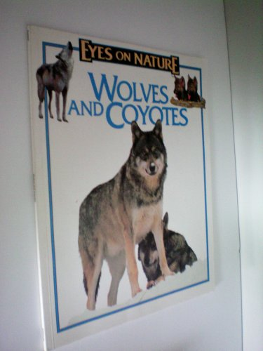 9781561563548: Eyes on Nature: Wolves and Coyotes