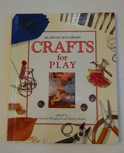 9781562940966: Crafts For Play (Millbrook Arts Library)