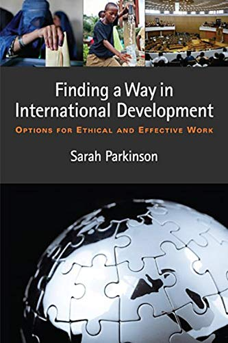 9781565495678: Finding a Way in International Development: Options for Ethical and Effective Work