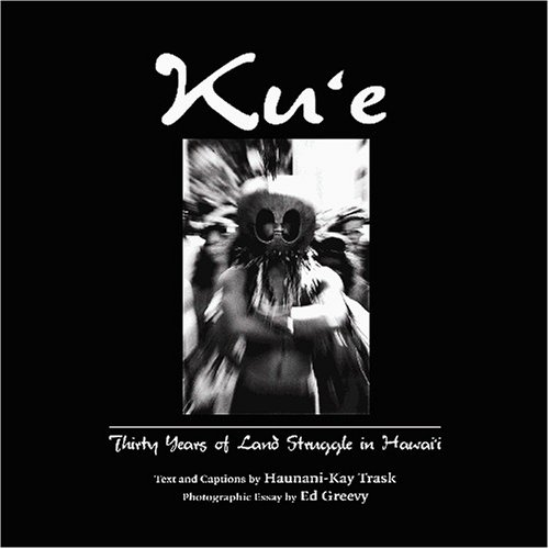 9781566476942: Kue: Thirty Years of Land Struggle in Hawaii