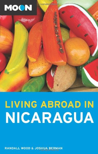 9781566919876: Moon Living Abroad in Nicaragua