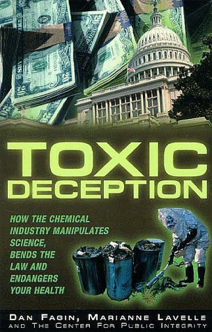 9781567511628: Toxic Deception: How the Chemical Industry Manipulates Science, Bends the Law and Endangers Your Health