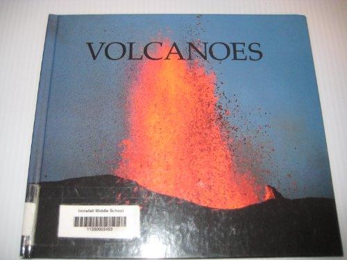 9781567661972: Volcanoes (Nature Books)