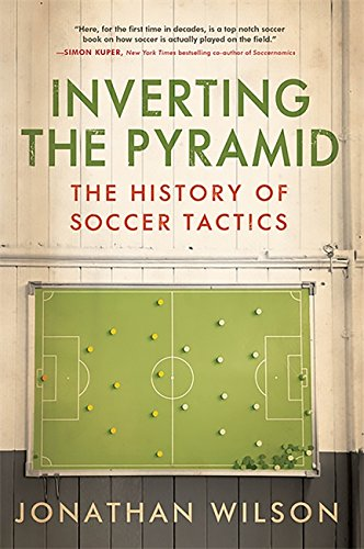 9781568587387: Inverting The Pyramid: The History of Soccer Tactics