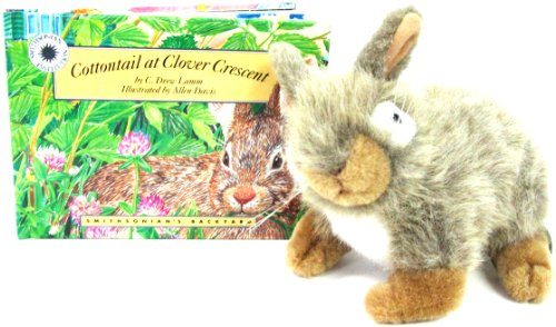 9781568991115: Cottontail at Clover Crescent (Smithsonian's Backyard)