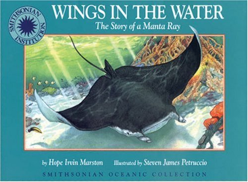 9781568995779: Wings in the Water: The Story of a Manta Ray - a Smithsonian Oceanic Collection Book