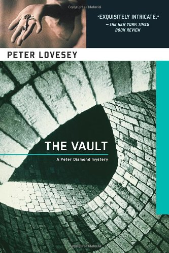 9781569472088: The Vault
