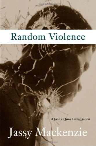 9781569476291: Random Violence (A PI Jade de Jong Novel)