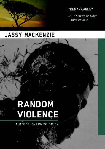 9781569479117: Random Violence (A PI Jade de Jong Novel)