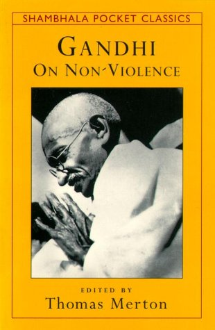 9781570622434: GANDHI ON NONVIOLENCE (Shambhala Pocket Classics)
