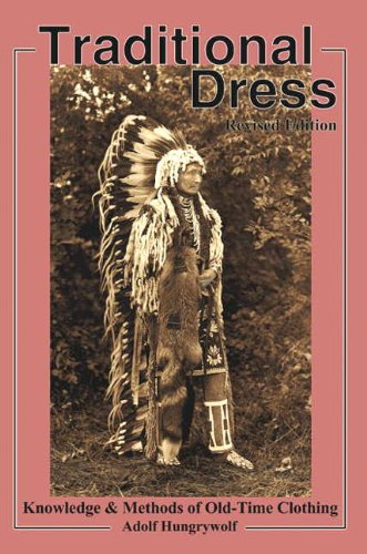 9781570671470: Traditional Dress: Knowledge and Methods of Old-Time Clothing