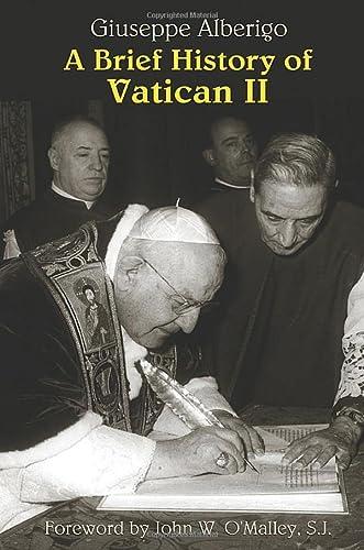 9781570756382: A Brief History of Vatican II