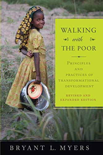 9781570759390: Walking with the Poor: Principles and Practices of Transformational Development