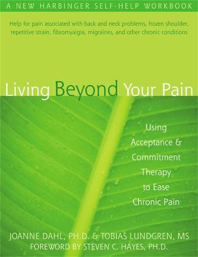 9781572244092: Living Beyond Your Pain: Using Acceptance and Commitment Therapy to Ease Chronic Pain