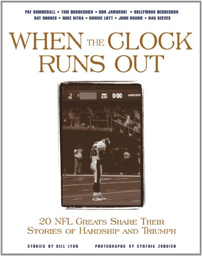 9781572434370: When the Clock Runs Out: 20 NFL Greats Share Their Stories of Hardship and Triumph