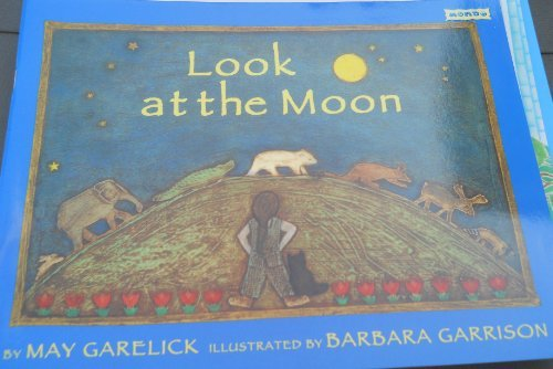 9781572551411: Look at the Moon