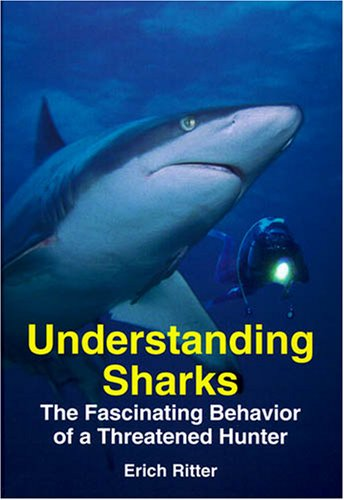 9781575242699: Understanding Sharks: The Fascinating Behavior of a Threatened Hunter