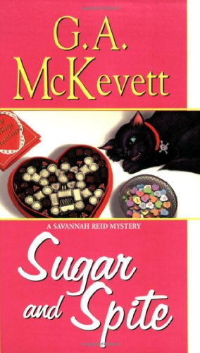 9781575666372: Sugar and Spite (A Savannah Reid Mystery)