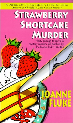 9781575667218: Strawberry Shortcake Murder (Hannah Swensen Mysteries)