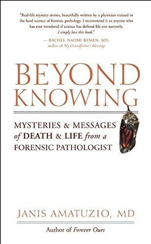 9781577316343: Beyond Knowing: Mysteries and Messages of Death and Life from a Forensic Pathologist