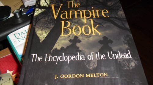 9781578593156: The Vampire Book (The Encyclopedia of the Undead)