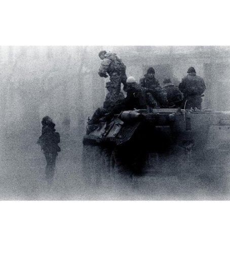 9781579652159: Shooting Under Fire: The World of the War Photographer