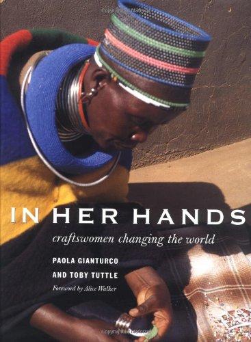 In Her Hands: Craftswomen Changing the World: Gianturco, Paola; Tuttle, Toby; Alice Walker (...