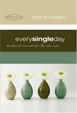 9781582294858: Every Single Day: Devotional Moments for the Solo Mom (Motherhood Club)
