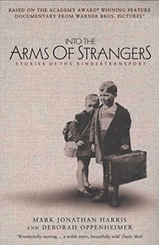 9781582341620: Into the Arms of Strangers: Stories of the Kindertransport